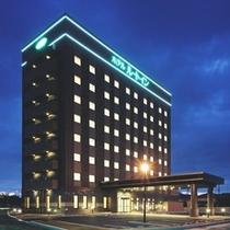 「ホテルの外観(夜)」