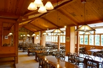 木の温もりがある食堂