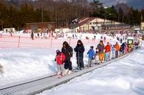 ソリやスキーの練習にぴったりのスノーエスカレーター