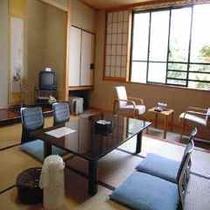 ★山側和室10畳・広縁付、バス・シャワートイレ