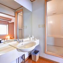 *和室8畳(客室一例)/掃除が行き届いたバスルーム。