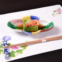*お夕食一例(先付)/ほうれん草羹の上に才巻海老と蓮芋を添えて。美味しいお出汁でどうぞ。