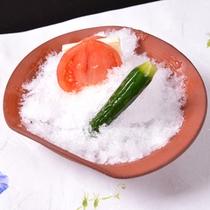 *お夕食一例(冷鉢)/夏の定番!岩国産の由宇トマトチーズ、胡瓜を冷やした一品。