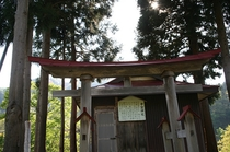 大噴湯近くにある子宝神社