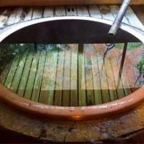 檜造り大丸風呂。自慢の源泉100%かけながし。男女ともご利用いただけます
