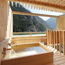 露天風呂付和室ヒノキ1