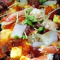 *【夕食一例】ばらちらし。魚介類は主に岩舟港(新潟)で揚がったものを仕入れます。