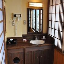 【海側 和室8畳】民芸調のこだわりがある洗面台