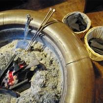 *館内の様子/今では見ることも少なくなった火鉢。昔ながらの日本の文化を体感。