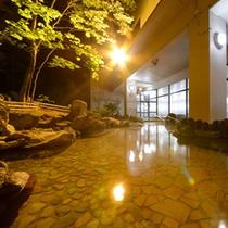 露天風呂 夜のイメージ