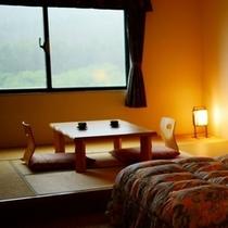 和洋室36平米 ベッド2台に小上がり6畳。お子様連れにおすすめのお部屋です。
