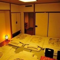 和室は布団を5組まで敷くことができます。