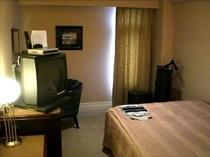 ダブルルームベッドはゆったり140センチ幅