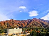 【ホテル外観(秋シーズン)】