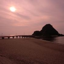 由良海岸 夕日が美しい