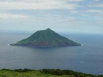 八丈富士鉢巻道路から見た八丈小島