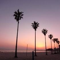 夕暮れのメインビーチ