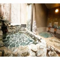貸切石風呂は半露天と内風呂に分かれております