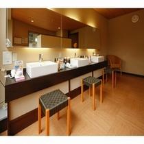大浴場脱衣所には豊富なアメニティーをご用意いたしております