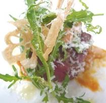 2013年9月_湯楽特選_肉料理_蓮根のチップとルッコラのサラダ