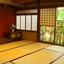 *日本庭園が美しい和室(客室一例)