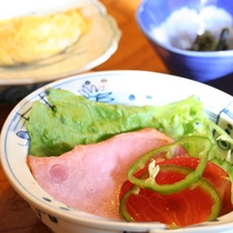 *シャキッとしたサラダで目覚める(朝食一例)