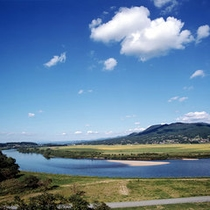 夏の衣川 この景色は、藤原清衡から受け継がれた「平泉の自然」です