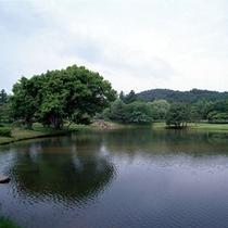 旧観自在王院庭園 毛越寺の横にあります。玉石が敷いてある場所は「牛車」の駐車場跡地です