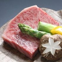 「トロリ」・・・トロける黒毛和牛ステーキは、「しづか亭」の自信の一品です