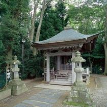 高館義経堂。松尾芭蕉の想いを馳せて。一句読んでみてください。北上川も綺麗に見れるスポットです。