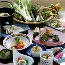 岩手の春は「山菜・里野菜」がオススメ。料理長自ら山菜を採りに行ってます
