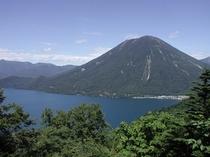 男体山と中禅寺湖(夏)