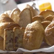 *天然酵母のクロワッサン、フィナンシェ等こだわりのパン