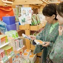 【売店】伊東ならではの海産物から地元銘菓など幅広く取り揃えております。