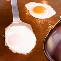 【朝食☆和洋バイキング】朝の定番、目玉焼きもコックが焼き立てをご用意♪