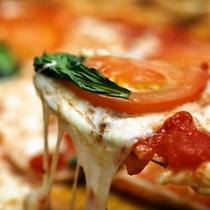 出来立てトロ〜リモッチモチ!本格ピザ窯で焼く出来立てナポリピッツァ