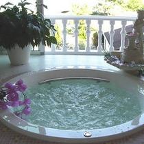 【貸切風呂】豊かな気泡に包まれる心地よさ。