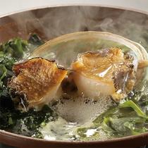 【季節限定】三陸産のアワビを使った陶板焼。