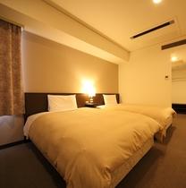 ツインルーム セミダブルベッド2台設置で最大4名様までOK   ※ベッド追加不可