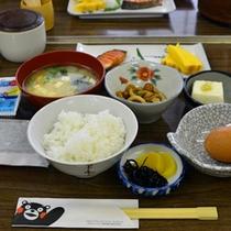 *朝食は和食になります/一例。炊きたてご飯をもりもりどうぞ♪
