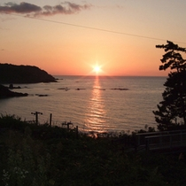 *海を染める夕日/日本海に沈む美しい夕日