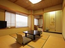 真砂/霊峰米山を望む8帖の和室です。