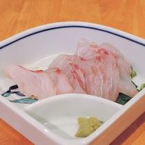 *【夕食一例】刺身(地元の海で獲れた魚使用)