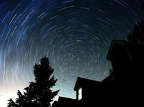 庭から眺める北極星