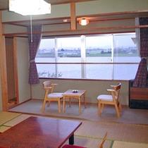 〜和室一例〜全客室より北利根川が一望できます。