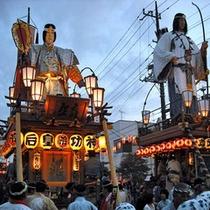 「潮来祇園祭礼」勇壮な山車が町中を練り歩きます。