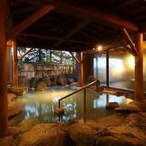 【大浴場/露天風呂】にごり湯の「わたの湯源泉」