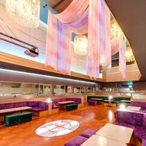 【クラブモンブラン】フロア席や、小グループ・団体様で貸切二次会場としてカラオケルームがございます。