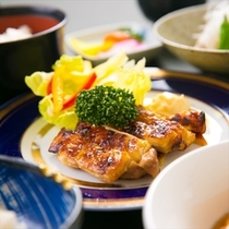【レストラン松葉の夕食】料理長が心を込め作り上げる豊富なメニュー