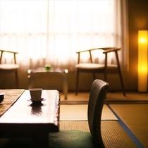 裸足で寛ぐ安らぎの和室。穏やかな時間が流れます…。